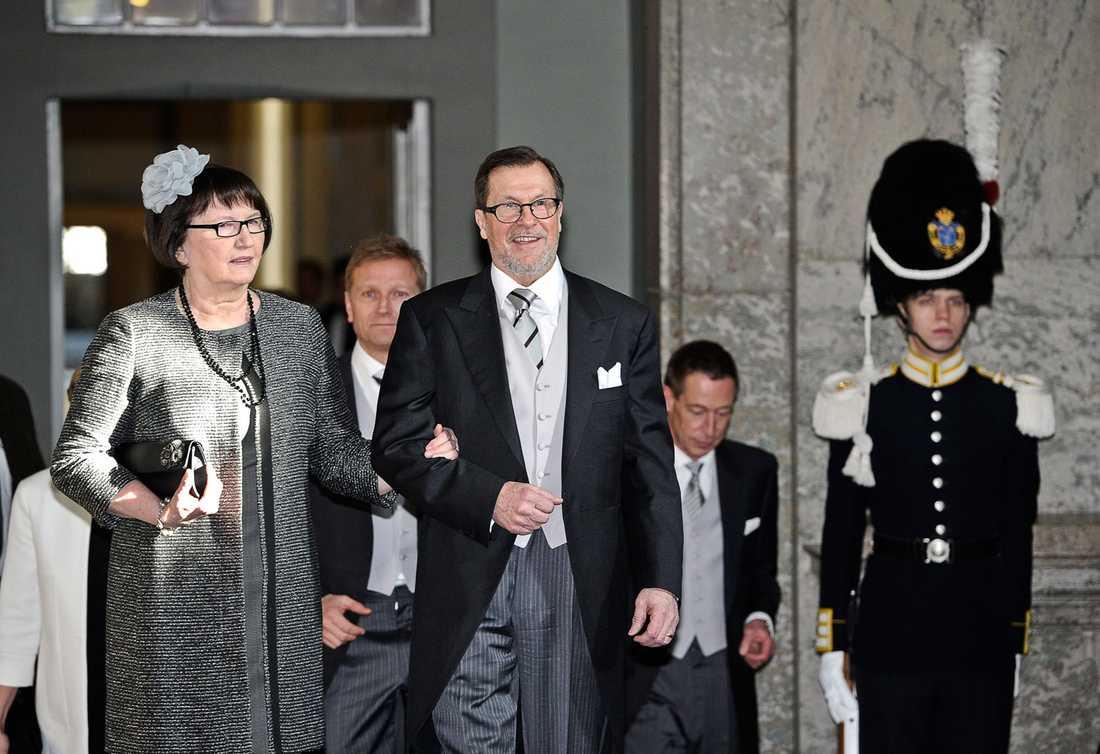 Daniels föräldrar Eva och Olle Westling kommer till Slottskyrkan.