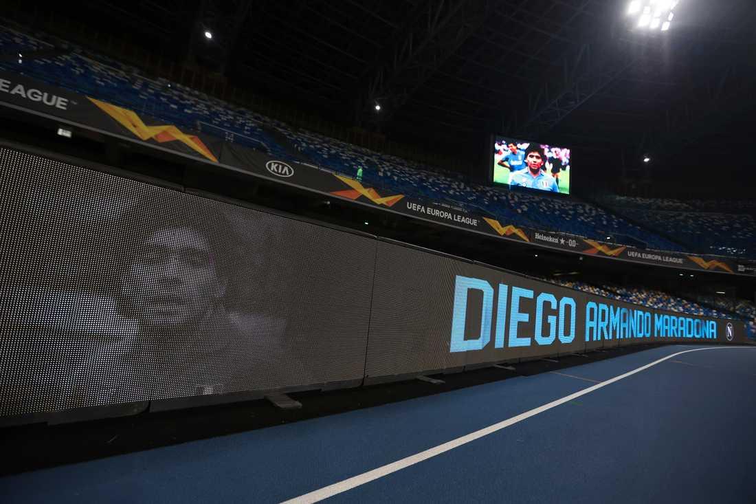 Maradona hyllades på San Paolo.