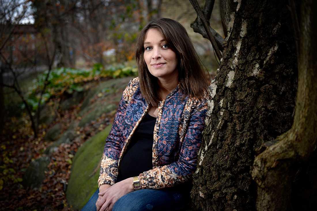 Föreningen Storasyster finns tillgänglig för den som utsatts för sexuella övergrepp. Grundaren Sanna Bergendahl utsattes själv av en nära släkting och anmälde – men fick ingen hjälp.