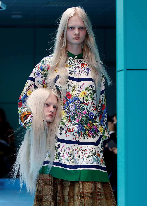 """Gucci-modellerna bar sina """"avsågade huvuden"""" på catwalken – nu får modehuset kritik."""