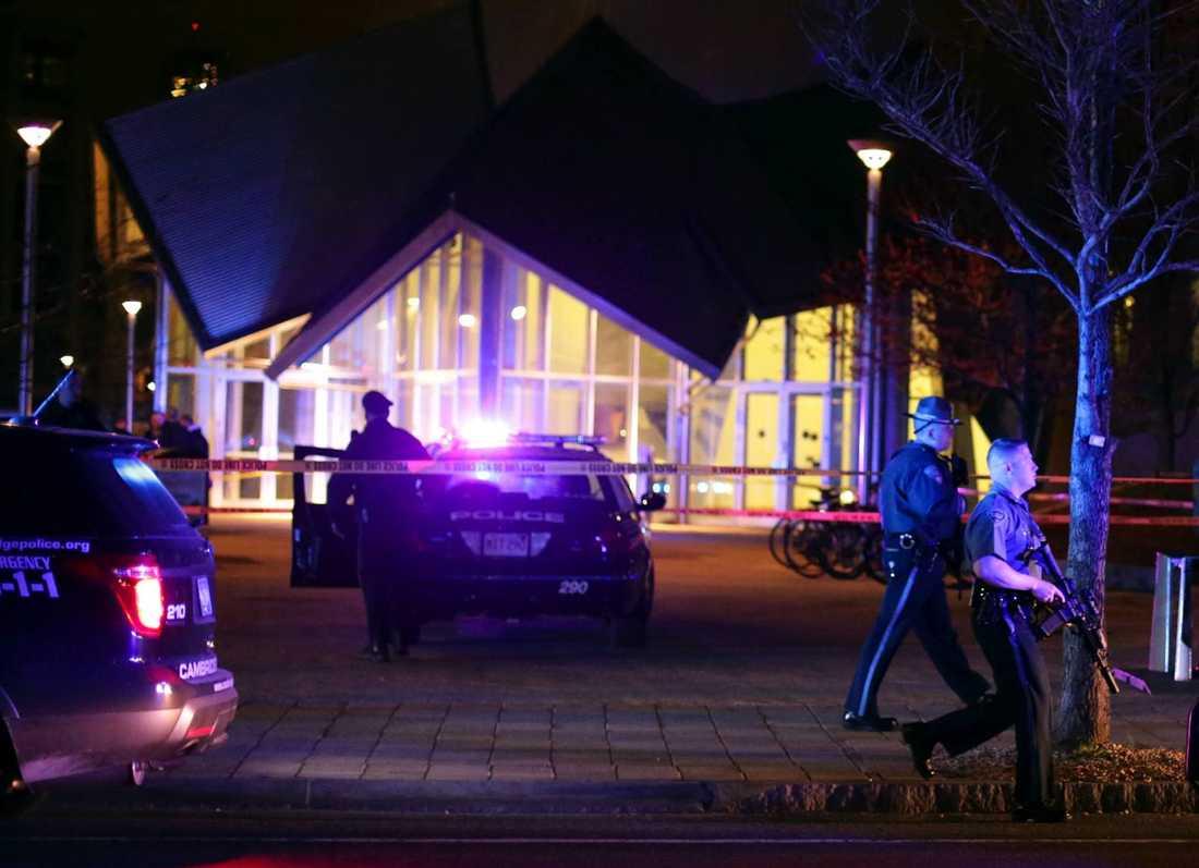 Polismannen som kallades ut till universitetet Massachusetts Institute Of Technology nära Boston sköts till döds med flera skott, skriver CNN. Foto: REUTERS