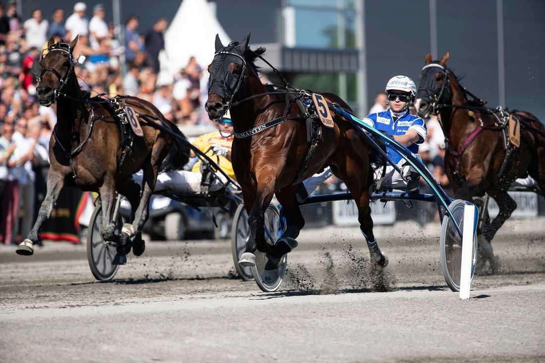 Diamanten och Erik Adielsson vann Ulf Thoresen Grand International och 800 000 norska kronor på Jarlsberg i senaste starten.