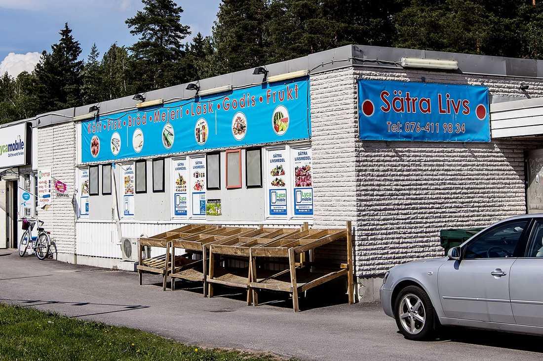 Sätra livs är en oansenlig livsmedelsbutik i Gävles utkant.