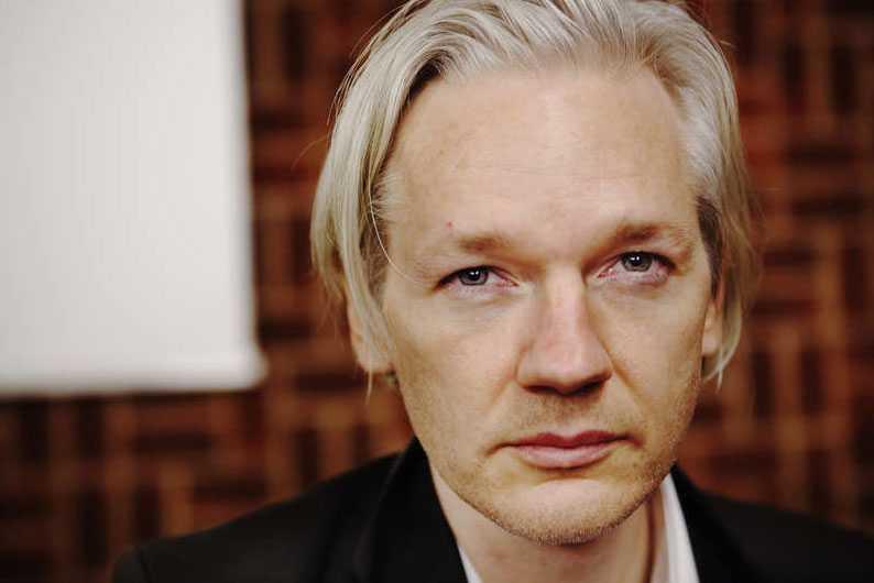 NEKAR TILL ANKLAGELSERNA Julian Assange har anhållits i sin frånvaro misstänkt för våldtäkt. Wikileaksgrundaren nekar till anklagelserna i ett mejl till Aftonbladet.