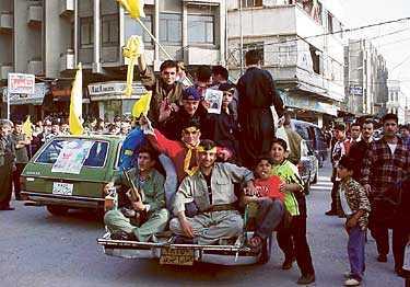 REDO FÖR SJÄLVSTÄNDIGHET? Kurder jublar i norra Irak efter de amerikanska truppernas intåg.   Kurderna har bevisat att de kan styra ett eget land, skriver Kurdo Baksi.