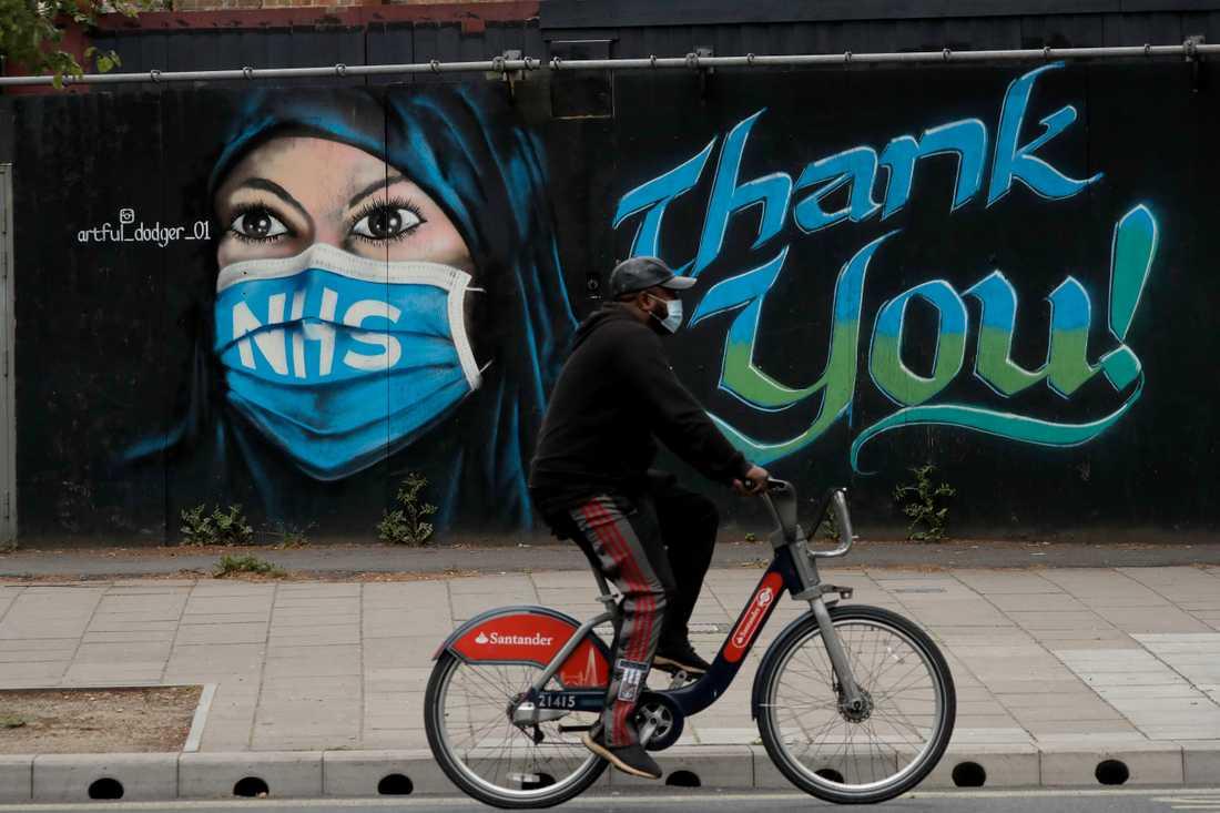 En väggmålning tillägnad det brittiska sjukvårdssystem NHS i London. Arkivbild.
