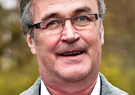 Ralf Edström, 59, expertkommentator på Radiosporten:  –Vad fan håller de på med i EU? Med snus förpestar du ju bara för dig själv. Alla de här reglerna, med tomater som ska vara röda, gurkor som ska vara si och så. Det är ju löjligt. Jag får väl göra som Bengt Sändh – göra mitt eget snus.