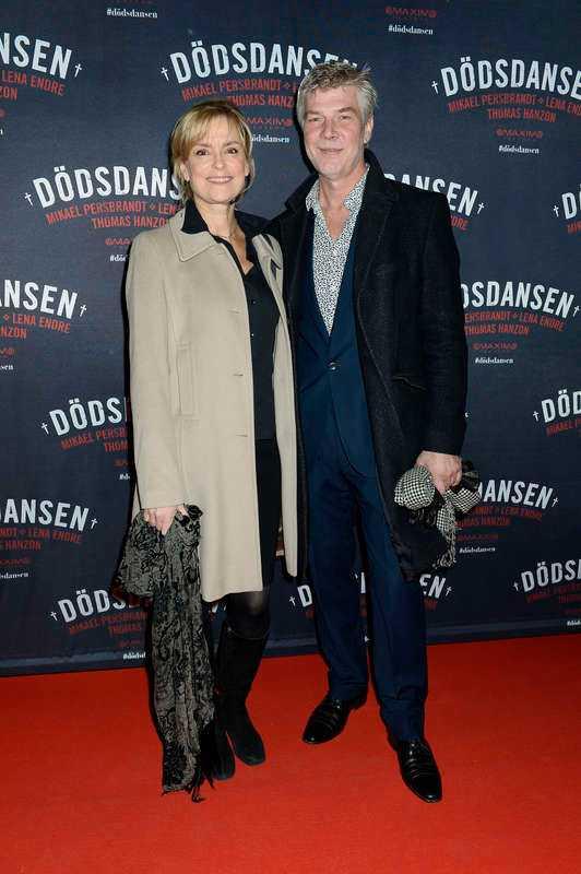 Skådespelarmakarna Marie Richardsson och Jakob Eklund var på gott humör och skrattade glatt åt sina egna svar.- Min man… För att han dansar så sällan, svarade Marie.- Jag trodde du skulle säga för att jag dansade så bra, skrattade Jakob.