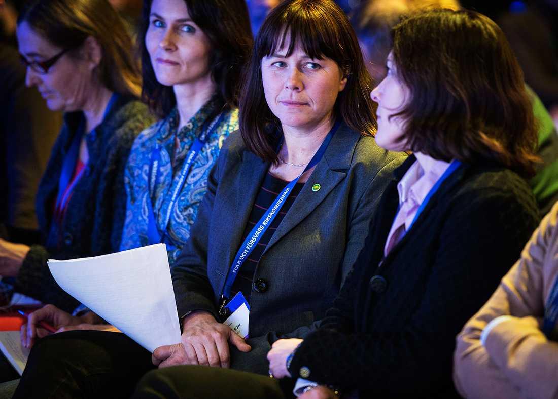 Språkröret Åsa Romsson (MP) och försvarsminister Karin Enström (M).