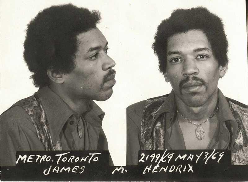 Jimi Hendrix greps på Torontos flygplats i maj 1969 sedan man hittat hasch och heroin i hans väska. Hendrix hävdade att nån annan lagt dem i väskan och han frikändes senare.