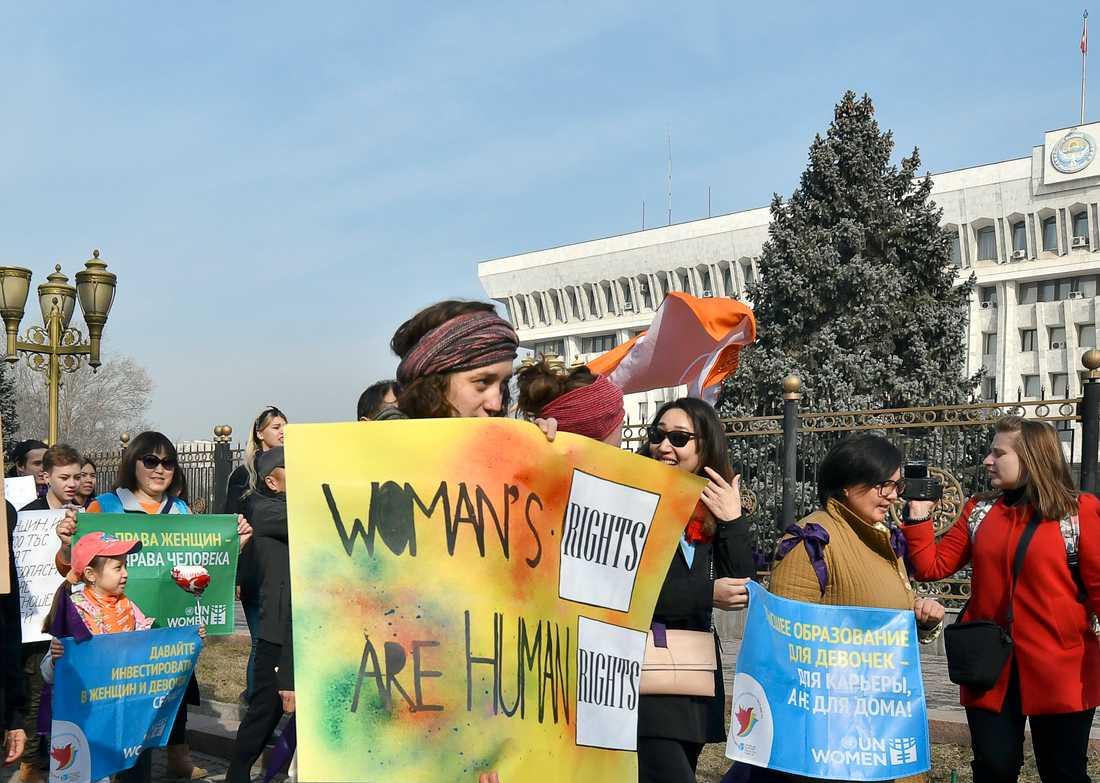 En historisk kombinerad pride- och kvinnorättsmarsch hölls i centralasiatiska Kirgizistan den 8 mars.