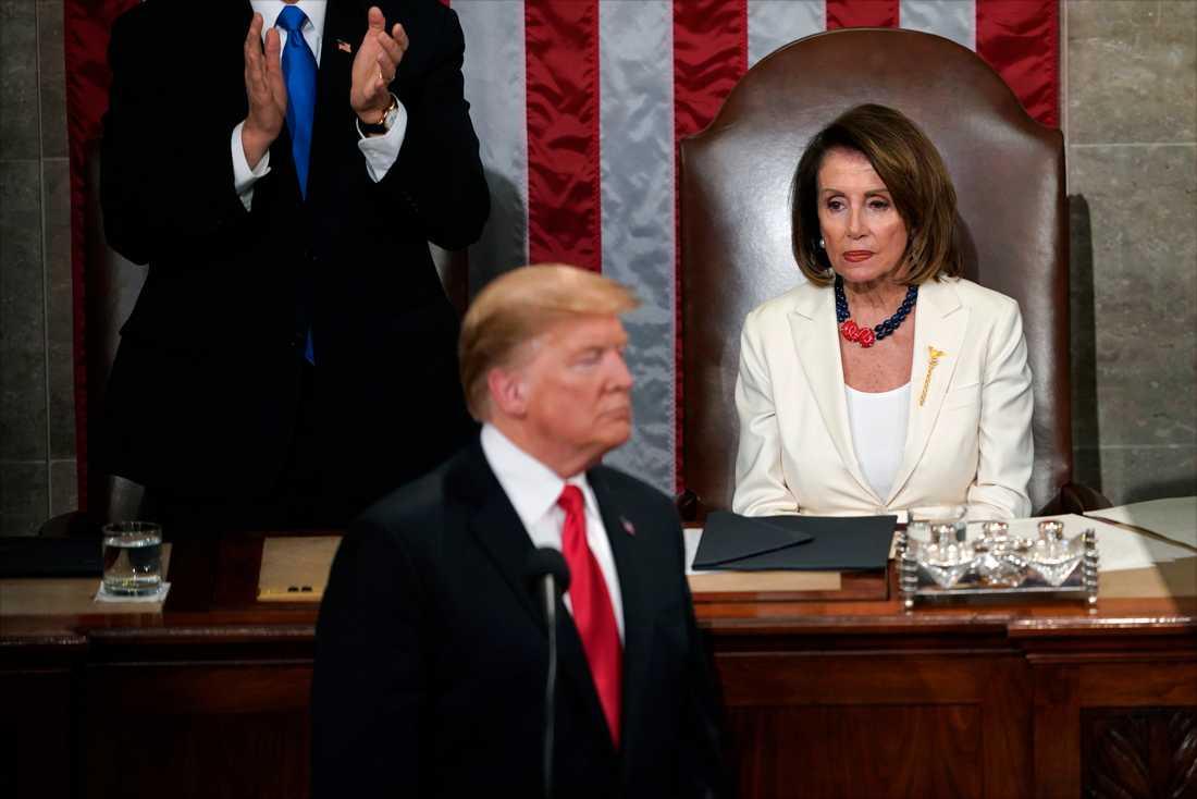 USA:s president Donald Trump och representanthusets talman Nancy Pelosi, i samband med att presidenten höll sitt State of the union-tal till nationen i förra veckan.