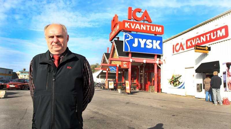 Jan Håkansson jobbar på ICA Kvantum som blivit lurad av sitt eget säkerhetsbolag Panaxia.