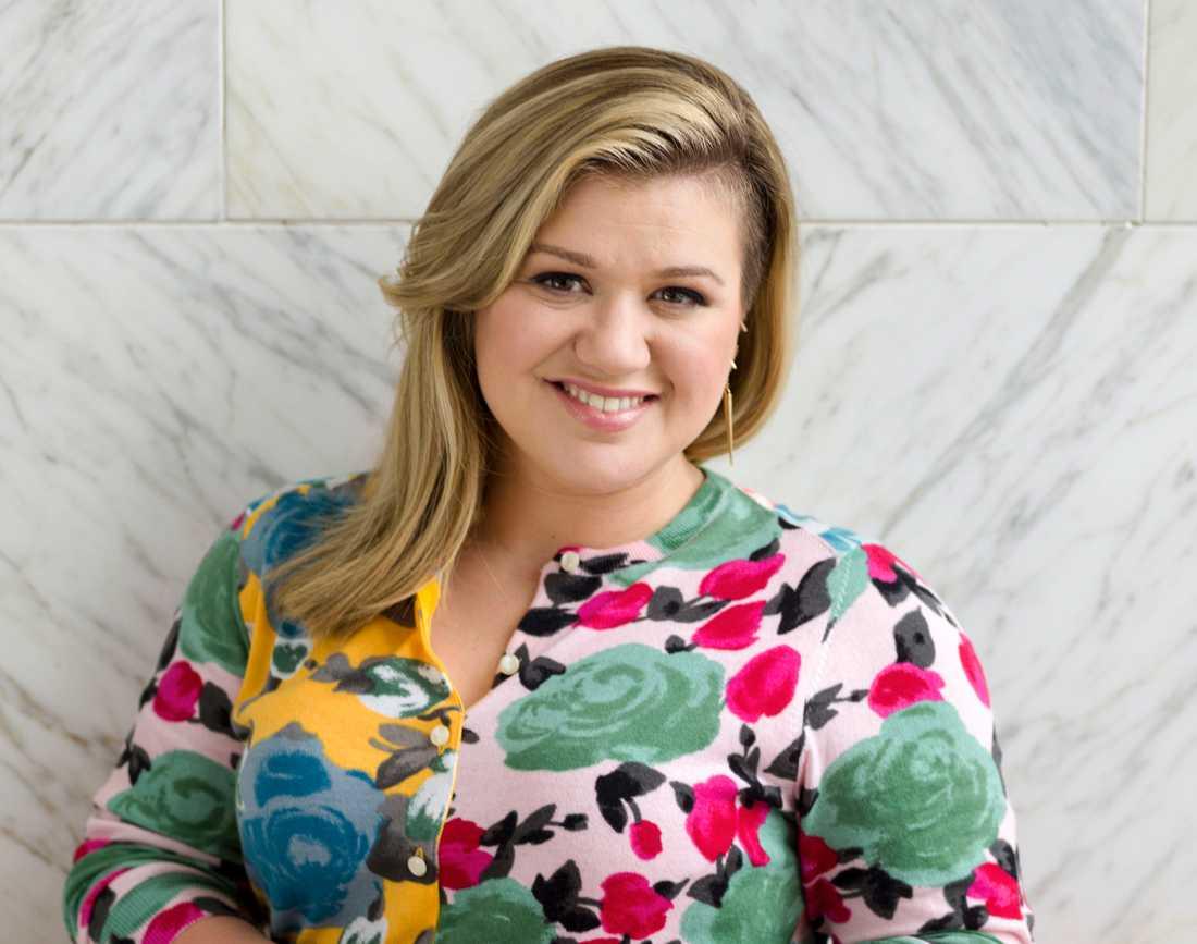 De svenska producenter som misstänks vara inblandade har bland annat jobbat med Kelly Clarkson.