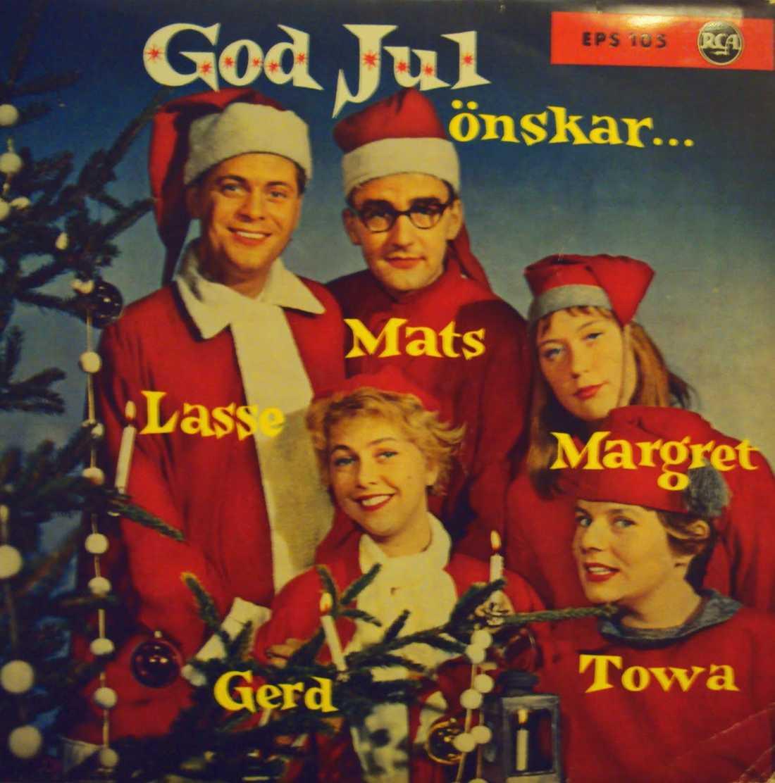 Legendarer från förr önskar god jul. Runt granen tindrar och sjunger Mats och Gerd Persson, Lasse Lönndahl, Towa Carsson och Margret Jonsson.