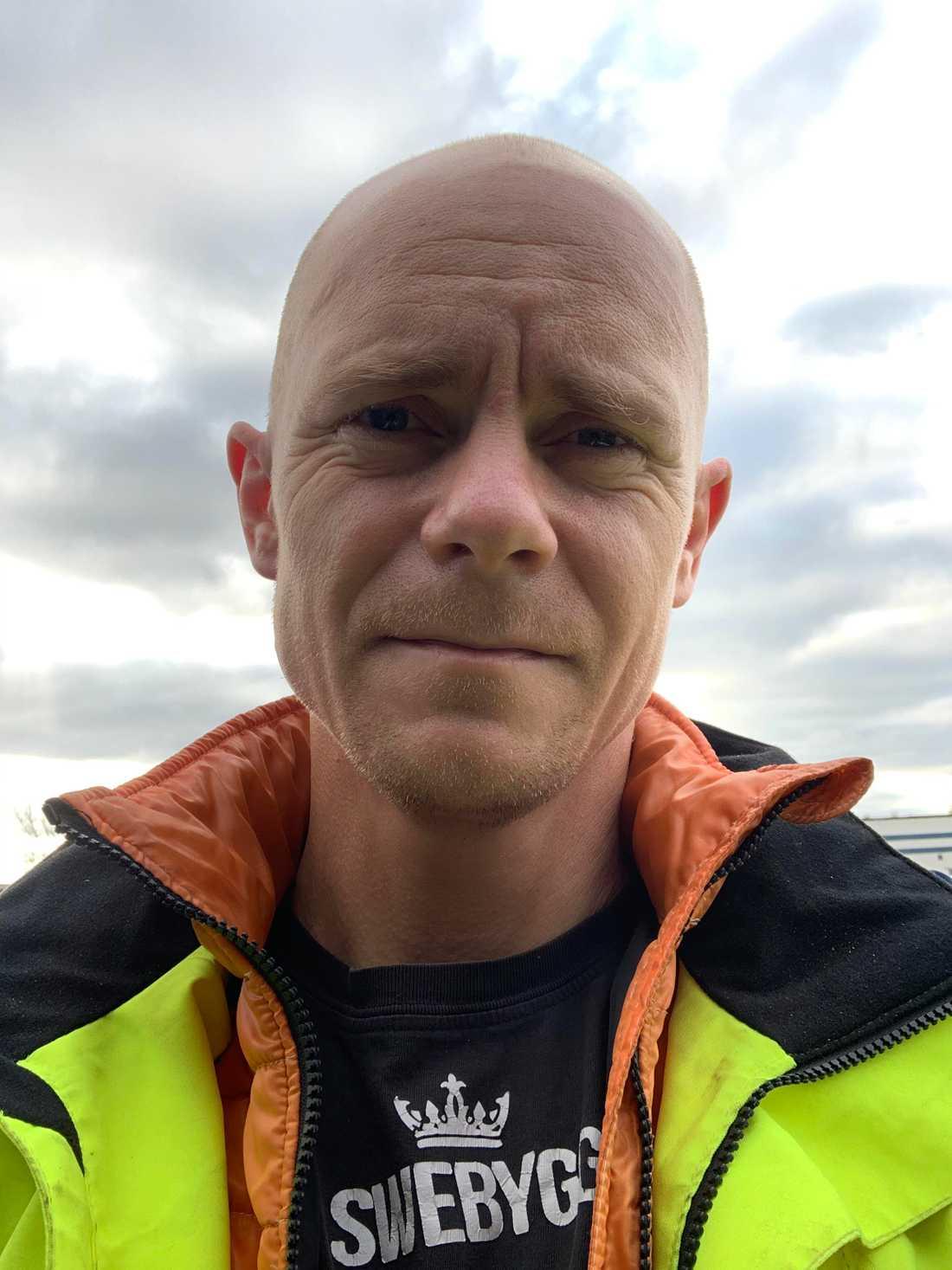 Tobias Ahlström fick chauffören att stanna lastbilen.