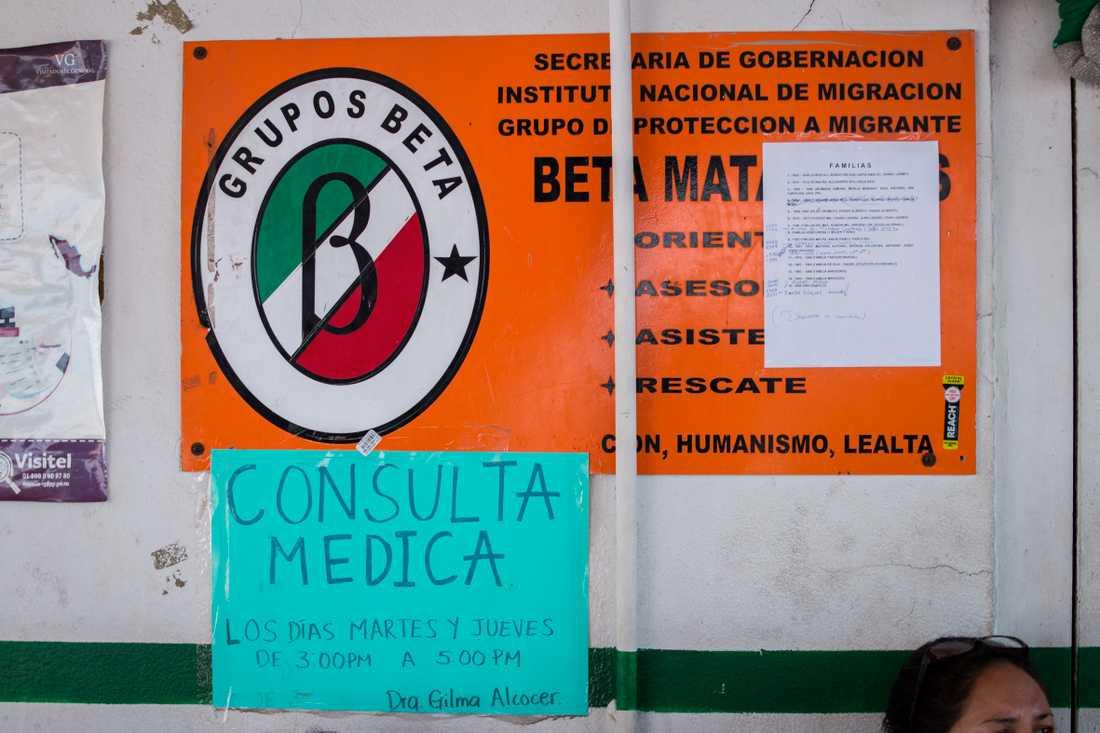 Vid en av gränsövergångarna mellan Matamoros, Mexiko, och Brownsville, USA, finns listor uppsatta över vem som står på tur att kallas till asylintervju.