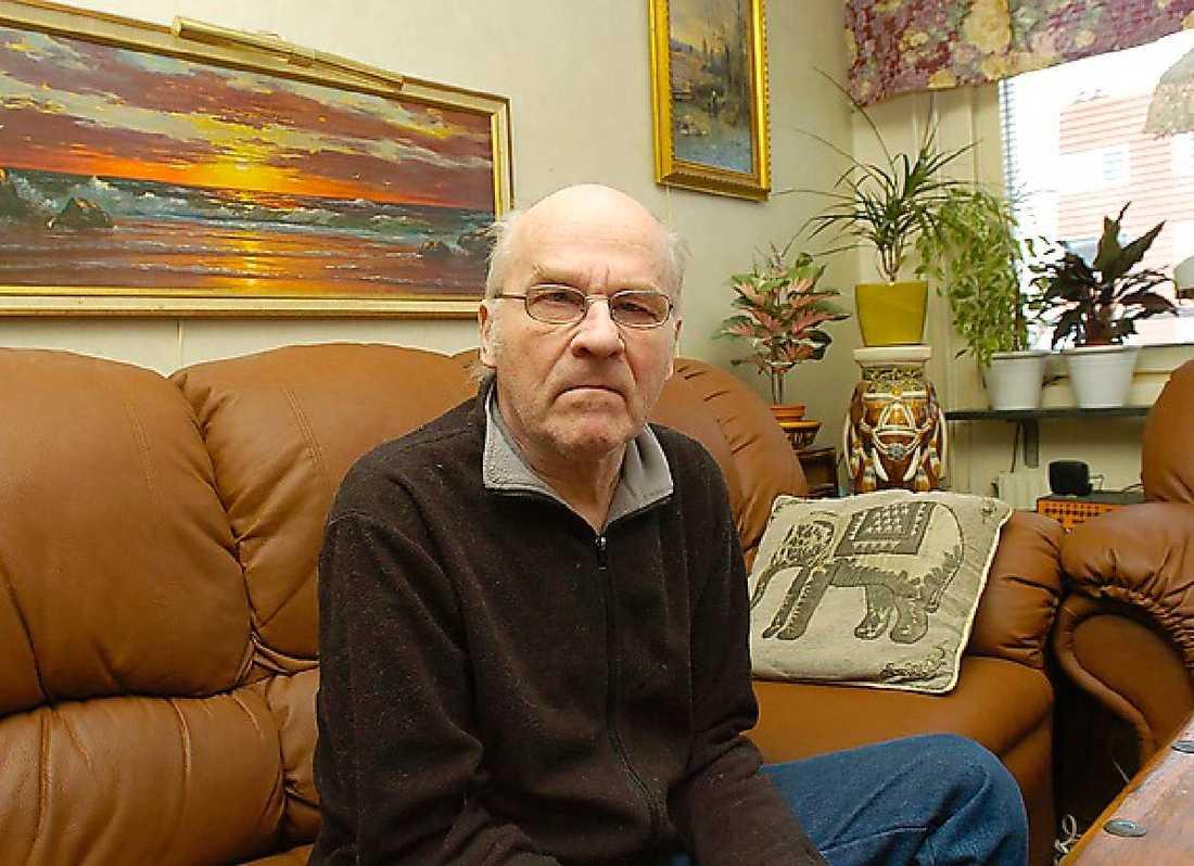 Sven-Åke Grönberg, 67, satt och väntade i bilen utanför lägenheten i Kista när hans kompisar plötsligt kom ut och berättade om dödshotet mot Palme...