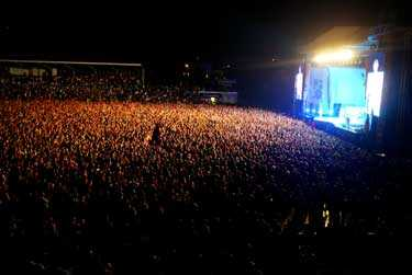 27 174 personer såg Gyllene tider på HBK:s hemmaarena Örjans Vall. Ytterligare 20 000 personer såg konserten på storbildsskärm på Stora Torg.