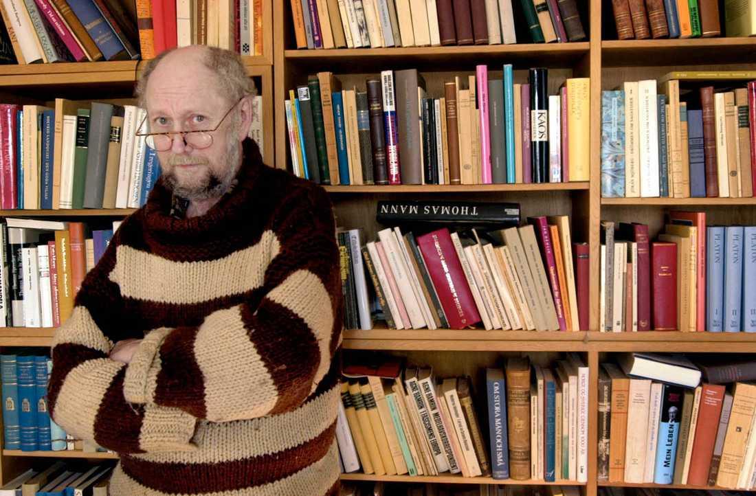Här fotograferad i biblioteket på Tjärstads prästgård.