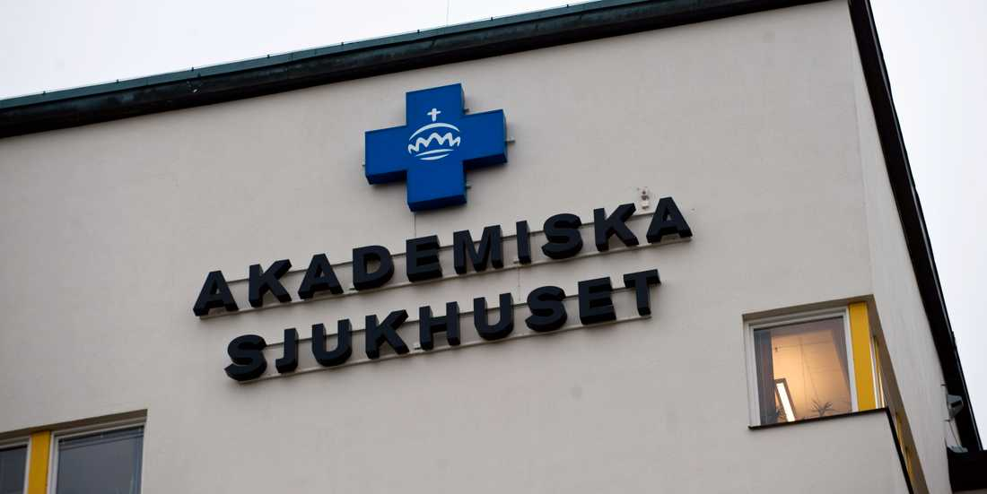 En svårt sjuk patient skickades i taxi från Kullbergska sjukhuset i Katrineholm till Uppsala. Nu får Kullbergska kritik av ivo, som anser att mannen borde ha fått åka ambulans.