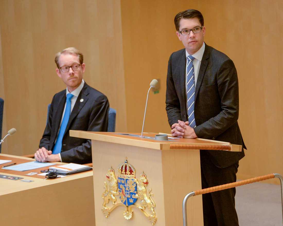 SD-ledaren Jimmie Åkesson och Moderaternas gruppledare, den tidigare vice talmannen och migrationsministern Tobias Billström, här på en bild från 2014, ska båda sitta i den migrationspolitiska kommittén för sina partier. Arkivbild.