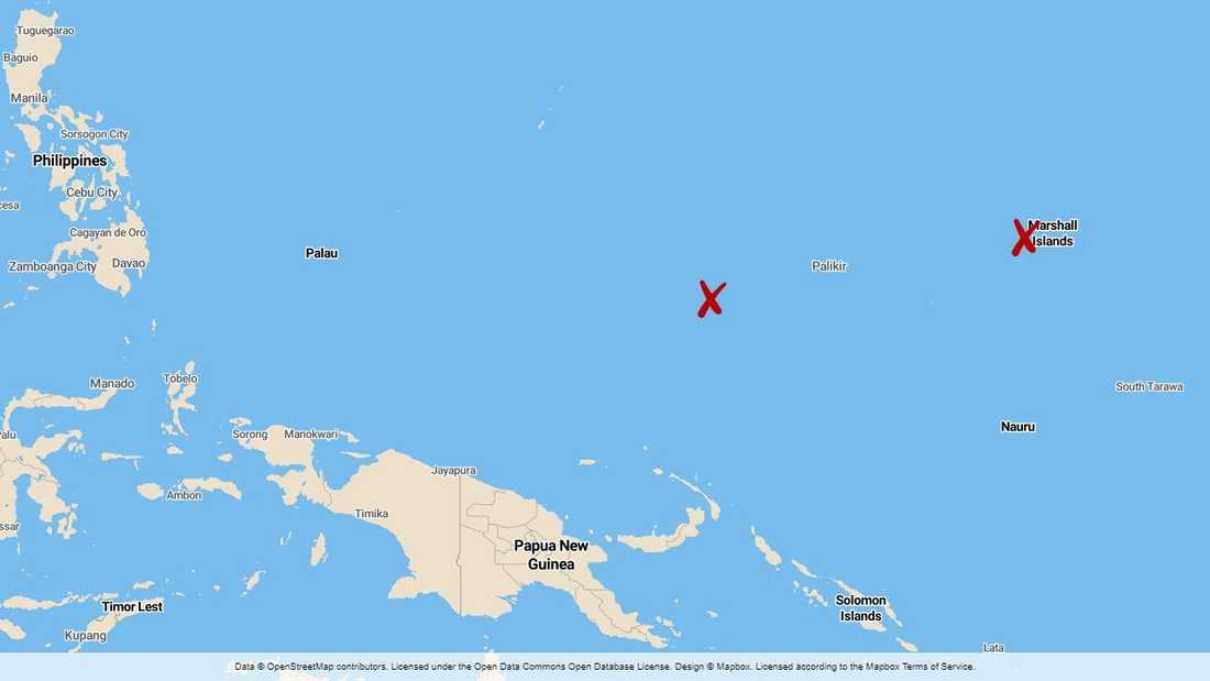 Männen drev i en liten motorbåt från Ebeye i Mashallöarna (krysset till höger) till atollen Namoluk i Mikronesien (krysset till vänster). En sträcka på omkring 1600 kilometer.