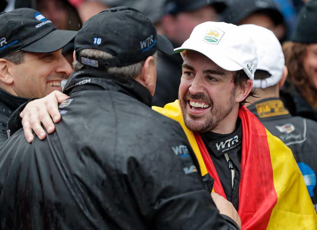 Fernando Alonso öppnar för återkomst till F1