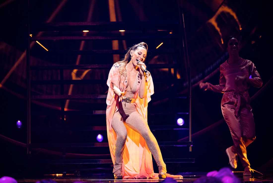 Lina Hedlund sjunger på genrepet inför finalen i Melodifestivalen 2019.