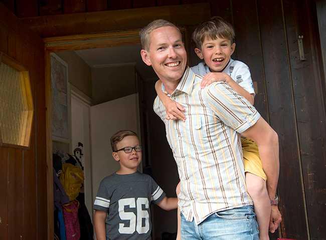 På bloggen Fantastiska Farbror Fri delar Oskar med sig om sitt liv som ekonomiskt oberoende.
