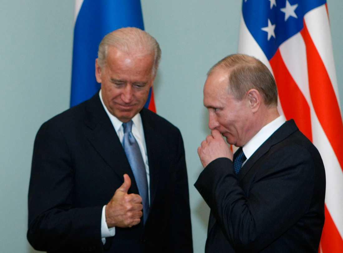 USA:s tillträdande president Joe Biden i ett möte med Rysslands president Vladimir Putin 2011.