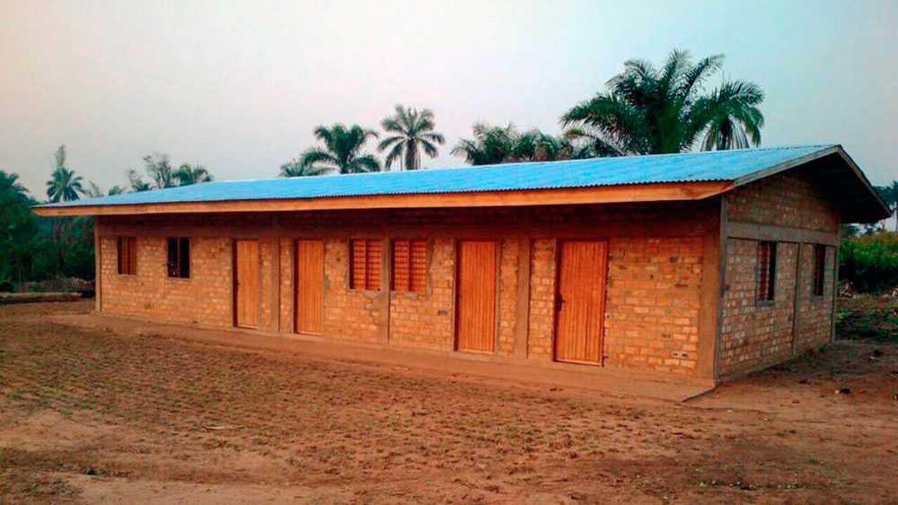 Skolan i Lwengo byggdes med hjälp av KTH-studenter, berättar Miza.