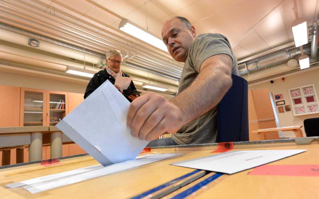 Bara 9 procent av svenskarna uppger att de är mycket delaktiga i demokratin.