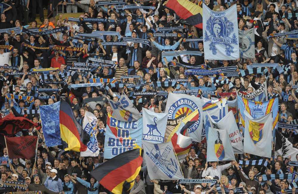 Djurgårdens fans visar kraft inför derbyt.