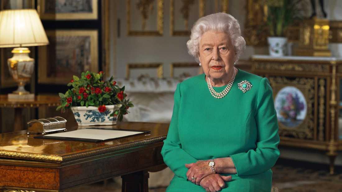 Drottning Elizabeth firar med videosamtal i stället för salut.