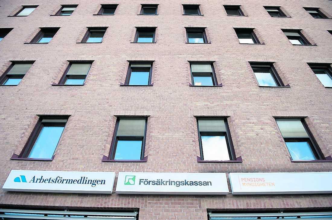 Stänger Försäkringskassan i Skärholmen är för populär för sitt eget bästa.