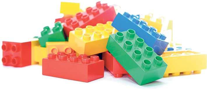 Ett par lömska Legobitar som bara väntar på att någon ska trampa på dem