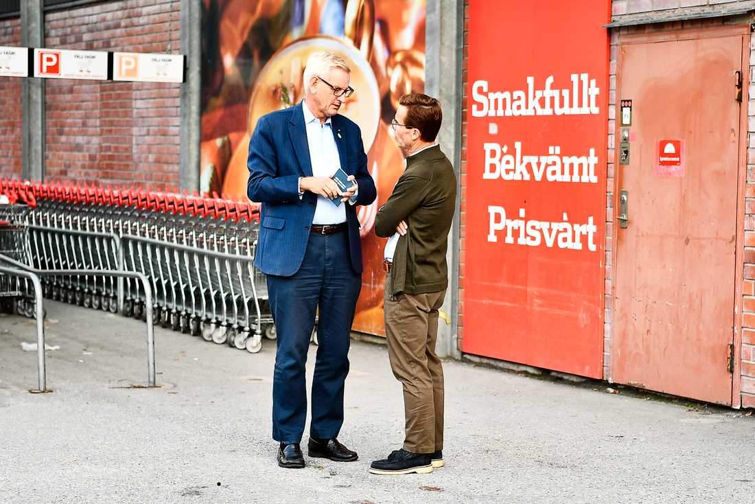 """Carl Bildt tog Ulf Kristersson åt sidan innan intervjun med Aftonbladet. """"Vi pratade viktiga utrikespolitiska saker"""", säger Kristersson."""
