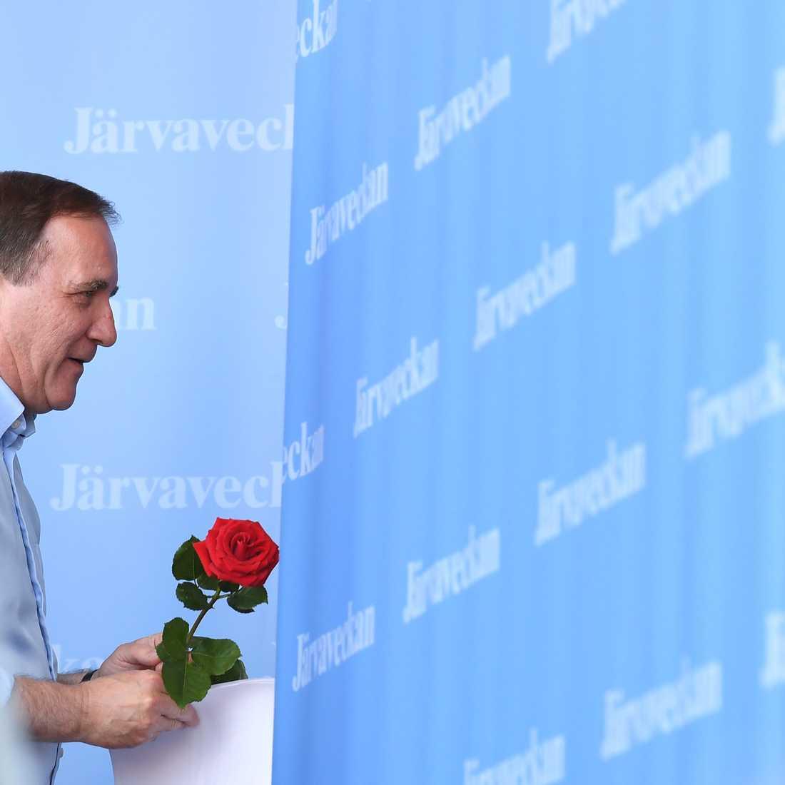 Stefan Löfven lämnar scenen efter sitt tal på Järvaveckan 2019.