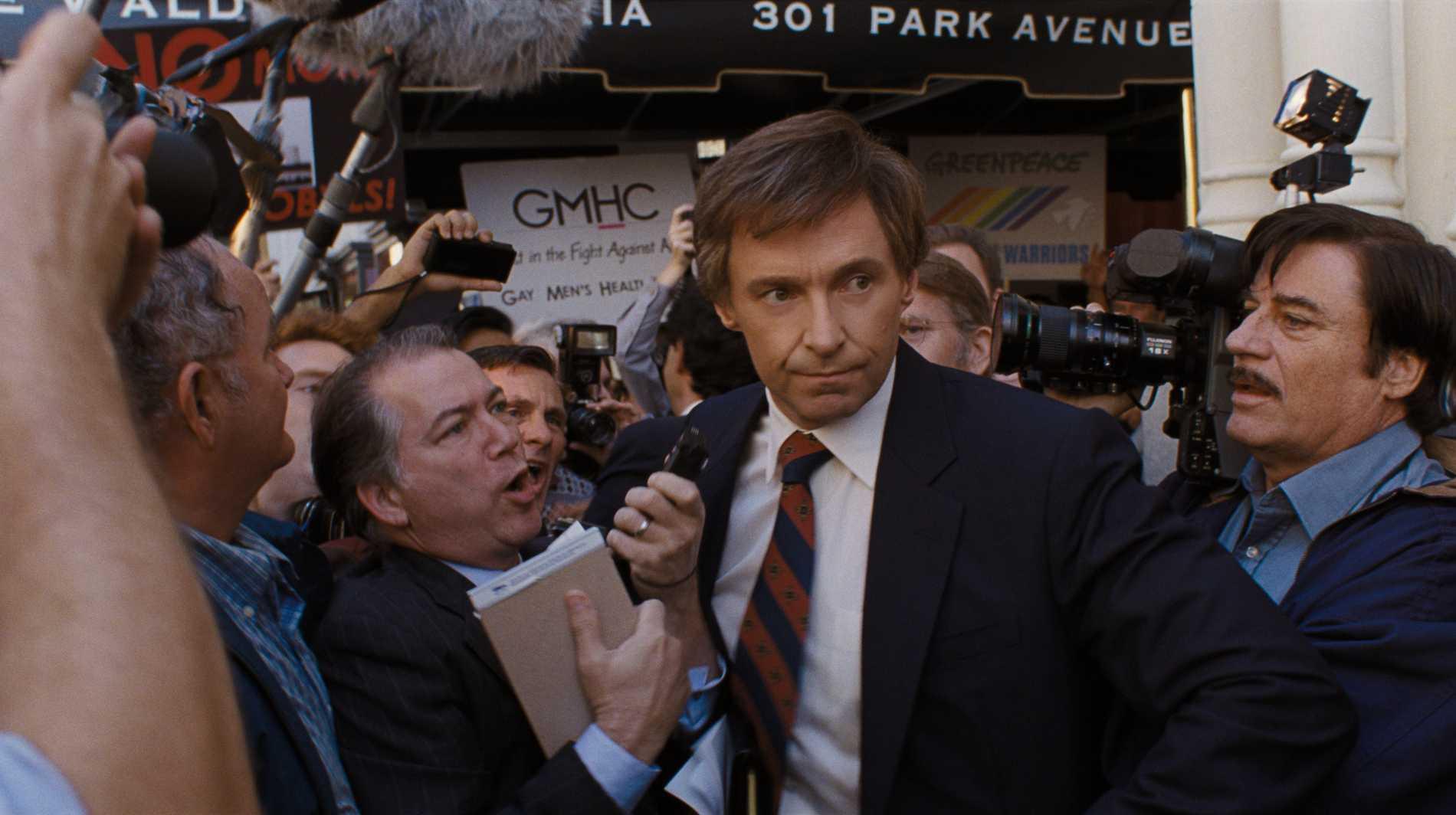 Hugh Jackman kläms åt av pressen.
