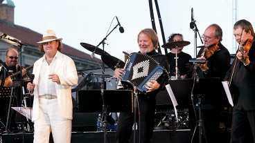 Benny Anderssons orkester räknas som kultur och inte dansband när de drar ut i landet för att spela upp till dans.