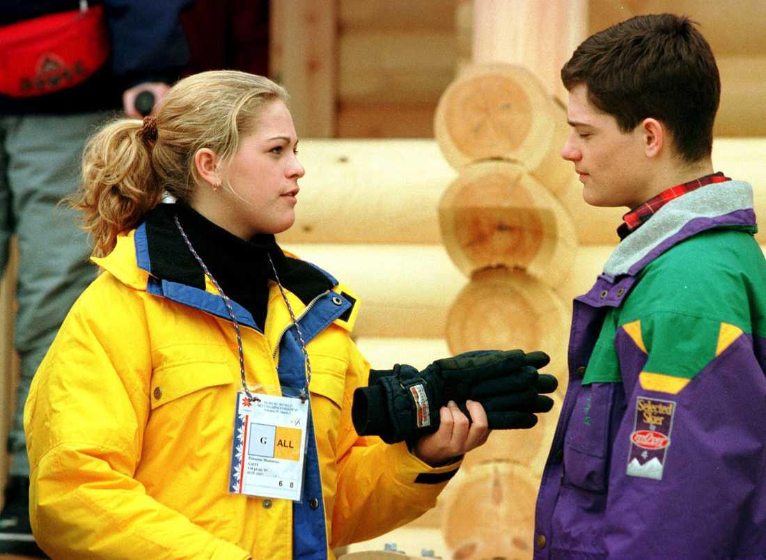 Sportfamiljen På skid-VM i mars 1997 i Norge. En snart 15-årig prinsessa och en snart 18-årig prins kollar på fem-milen tillsammans.