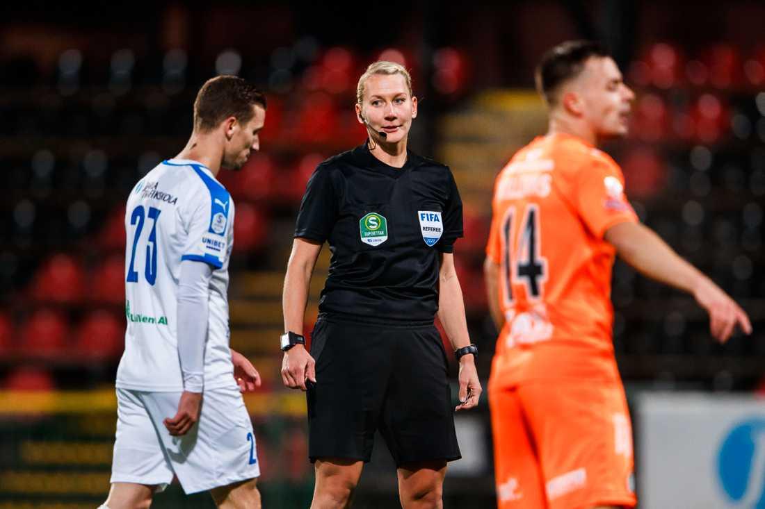 Tess Olofsson under fotbollsmatchen i superettan mellan Akropolis och AFC Eskilstuna.