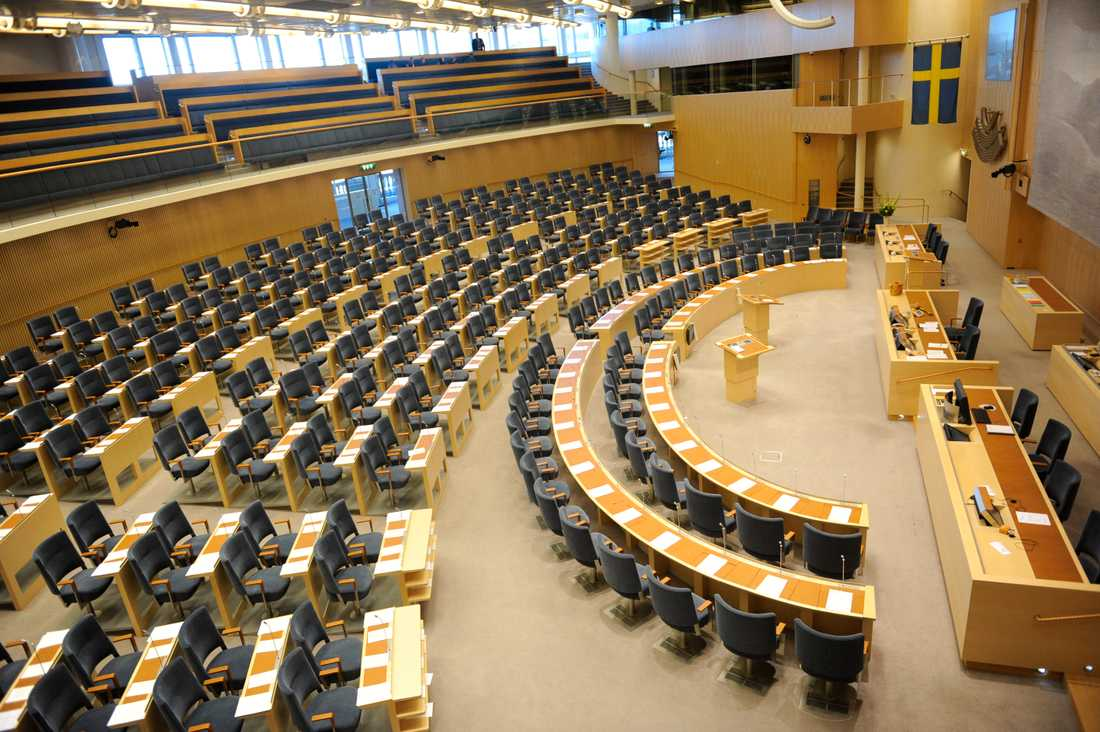 En tom plenisal i Riksdagshuset i Stockholm.
