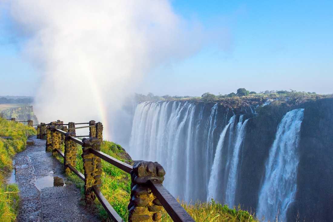 Victoriafallen är ett av de största vattenfallen i världen.
