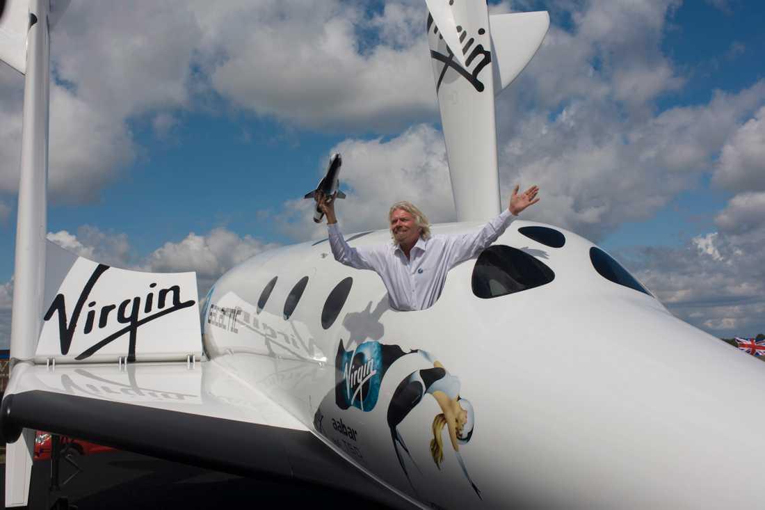 Sir Richard Branson En glad rymdskeppsdirektör redo att plocka med Harry på rymdfärd