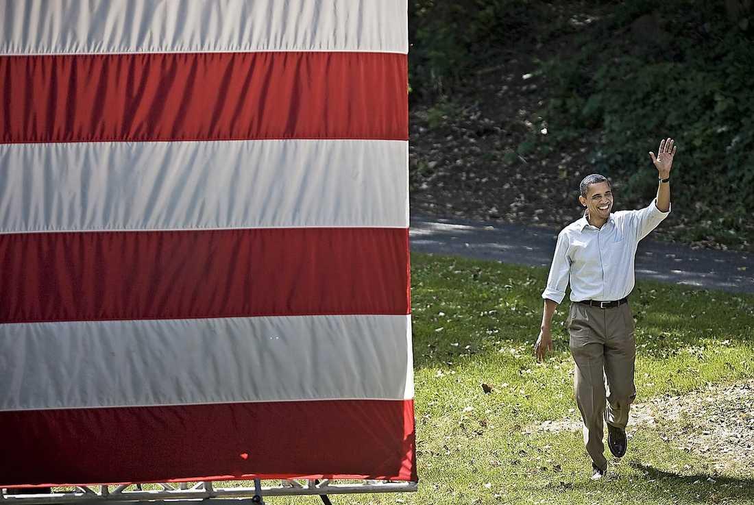 """PÅ TURNÈ  USA:s president Barack Obama åker buss genom mellanvästern för att tala till publik i orter som lilla Cannon Falls med 4 000 invånare. Även om vissa fortfarande är entusiastiska till honom så är det långt fler som känner besvikelse över Obamas tid i Vita huset. """"Han har blivit en vanlig politiker som har börjat tänka på nästa val"""", skriver Aftonbladets Peter Kadhammar."""
