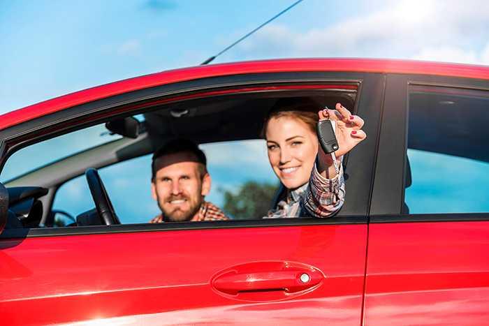 Nu blir det enklare att hyra bil i Europa – inga merkostnader som överraskar.