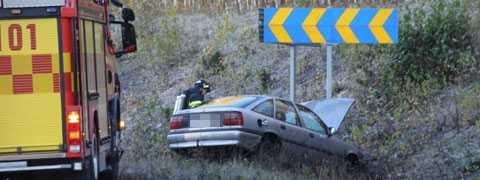 BLIXTHALKA Singelolyckan vid E4 vid Sätra, Gävle. En person fick föras till sjukhus.