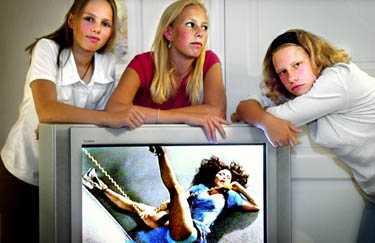 Så himla överdrivet  Aftonbladet tittade på MTV:s topplista tillsammans med Emma Blomqvist, 14, Sanna Pejer, 14, och Anna Kockum, 15.